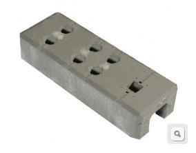 Stopa betonowa ze zbrojeniem, podstawa ogrodzenia budowlanego tymczasowego